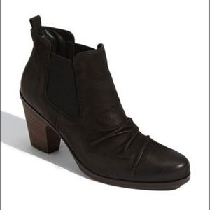 Paul Green Jano Ruched Chelsea Leather Bootie 7.5